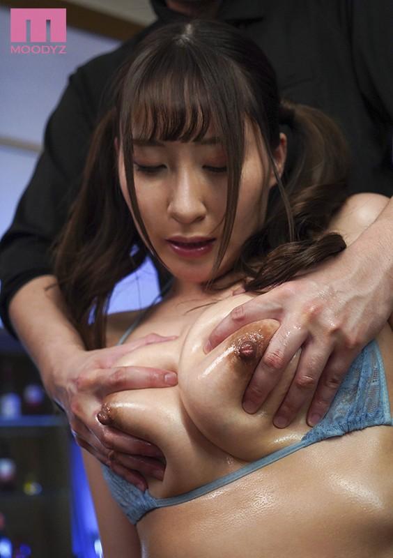 性感おっぱいオイルマッサージを受ける日下部加奈のエロ画像8