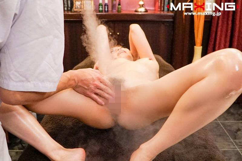 媚薬エロマッサでエビ反りしながらイきまくる吉沢明歩エロ画像2