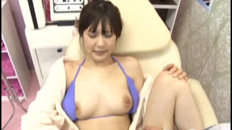恥ずかしい所を執拗にマッサージされて欲しくなっちゃう女性のエロ画像12